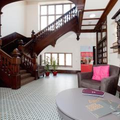 2Earlscliffe-Hallway