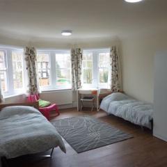 Earlscliffe-bedroom-2